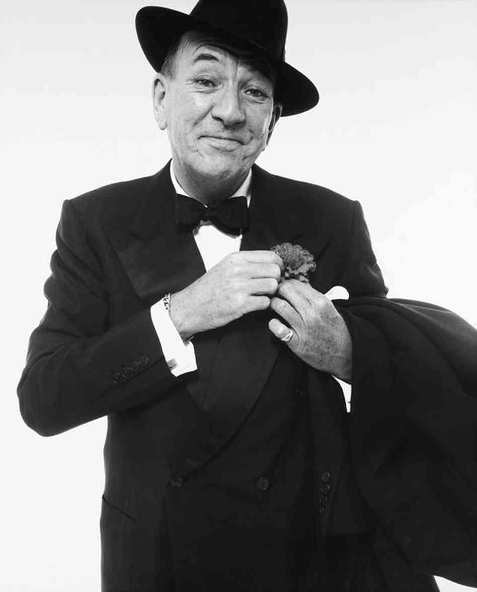 Noël Coward, the ultimate man about town.