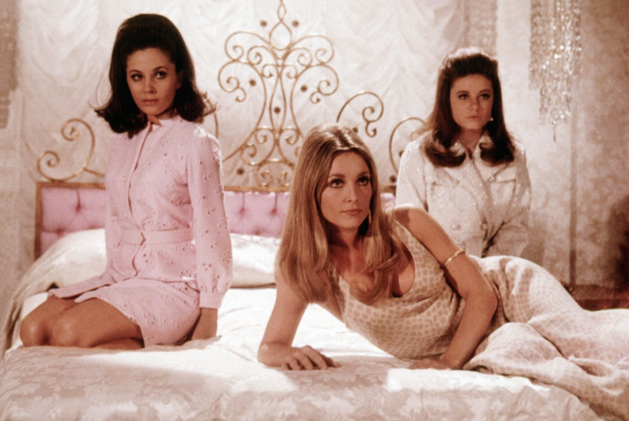 Barbara Parkins, Sharon Tate, Patty Duke in 'Valley of the Dolls': Thank you, I'll none.